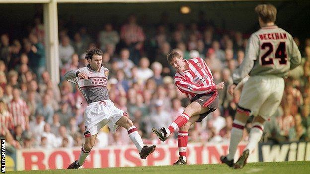 Kunjungan terkenal Manchester United ke The Dell pada tahun 1996 membuat mereka mengganti pakaian abu-abu mereka di babak pertama setelah tertinggal 3-0 di Southampton.