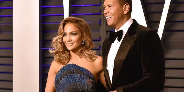 Jennifer Lopez dan Alex Rodriguez mulai berkencan pada 2017, bertunangan pada 2019 dan berpisah pada April.