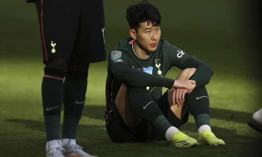 Son Heung-min sangat terpukul pada peluit akhir di Wembley.
