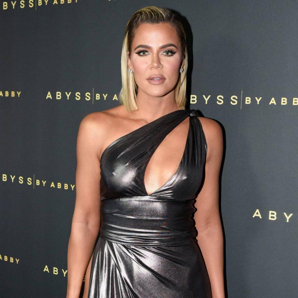 Khloe Kardashian Tampak Keluar Dari Kritik Untuk Botol Air Plastik Komentar