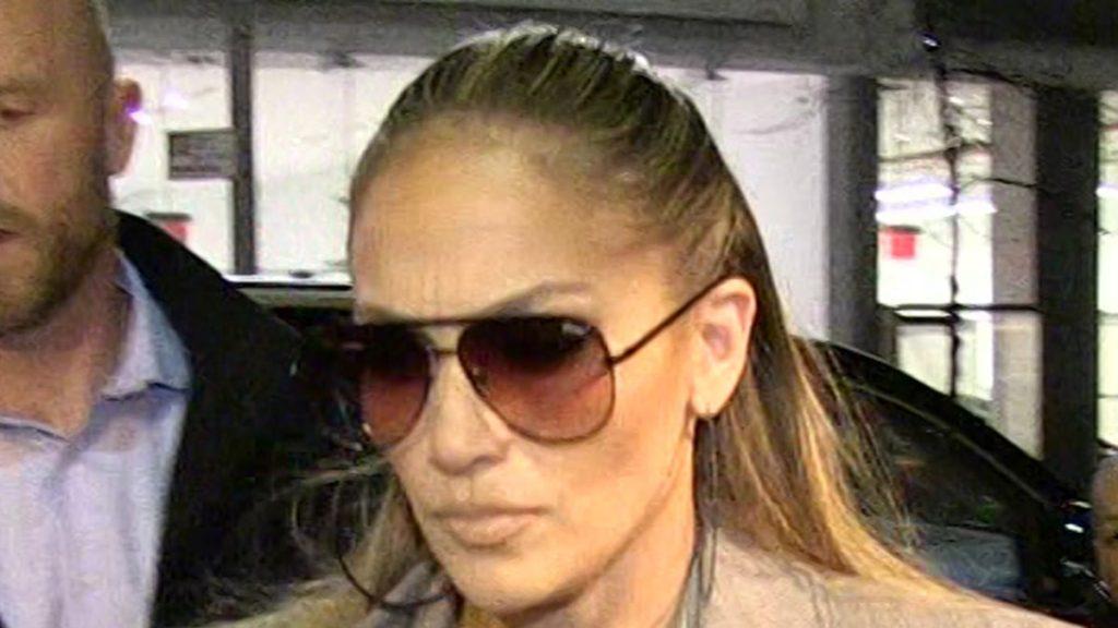Rumah J Lo di LA masih ditargetkan dengan beberapa panggilan 911