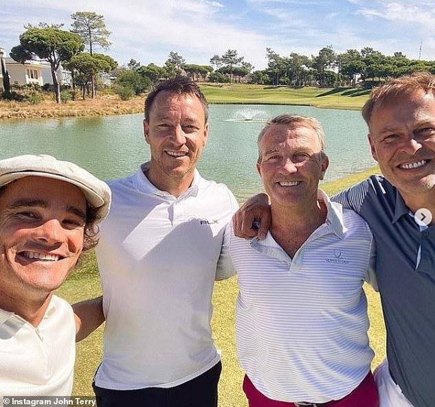 Golf: Kiri ke kanan, Max Evans, 37, John Terry, Bradley Walsh, 61, dan Peter Jones, 55, semuanya pergi bermain golf Agustus lalu;  Foto bulan Agustus 2020