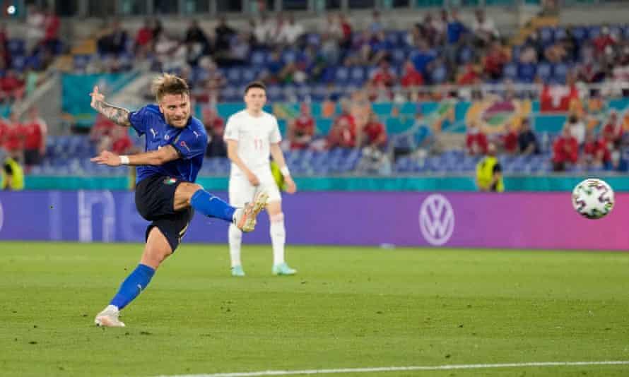 Ciro Immobile mencetak gol ketiga untuk Italia