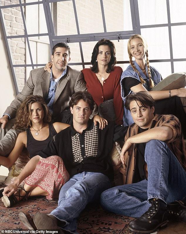 Finding Fame: Cox, Kudrow, dan Aniston menjadi bintang bersama lawan mainnya David Schwimmer, Matthew Perry dan Matt LeBlanc ketika Friends ditayangkan perdana pada tahun 1994