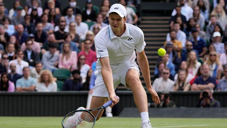 Hubert Hurkacz, yang bermain di semifinal Grand Slam pertamanya, menampilkan penampilan yang mendebarkan untuk mengakhiri harapan Federer untuk gelar Grand Slam ke-21 (AP)