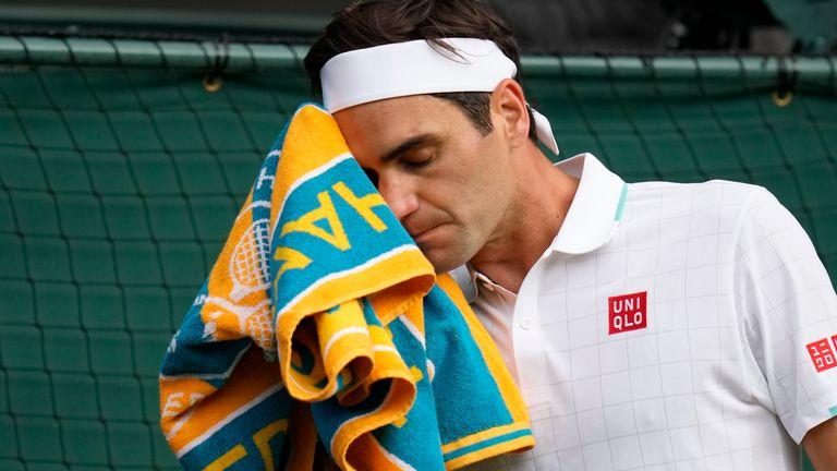 Roger Federer dikalahkan dua set langsung di Wimbledon untuk pertama kalinya sejak 2002 (AP)